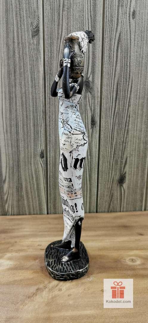 Статуетка фигура Африканка със стомна (вестник)