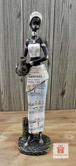 Статуетка фигура Африканка със стомна (вестник) 2